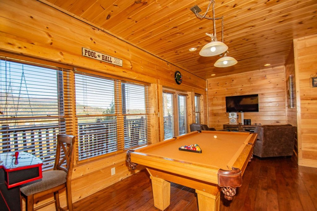 Photo of a Sevierville Cabin named Mountain Creek Lodge - This is the sixth photo in the set.