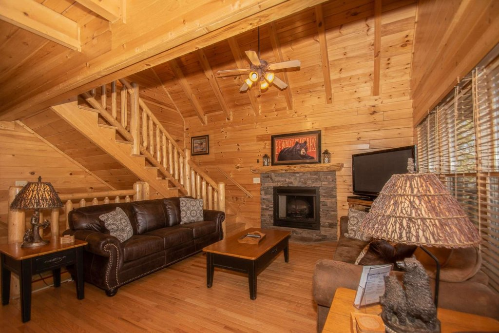 Photo of a Sevierville Cabin named Mountain Creek Lodge - This is the fourteenth photo in the set.