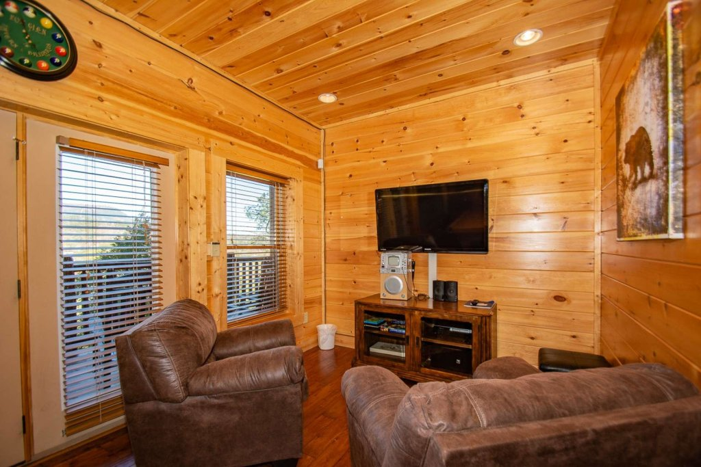 Photo of a Sevierville Cabin named Mountain Creek Lodge - This is the seventh photo in the set.