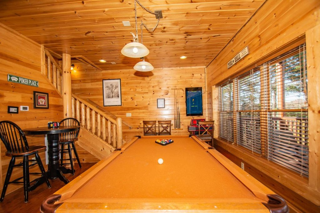 Photo of a Sevierville Cabin named Mountain Creek Lodge - This is the fifth photo in the set.