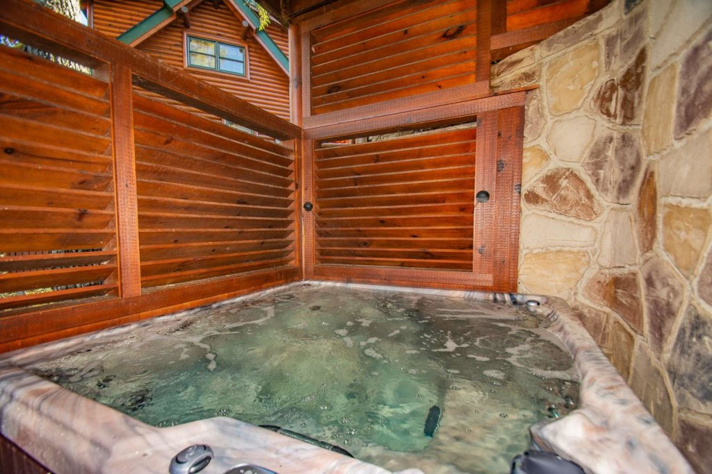 Photo of a Sevierville Cabin named Mountain Creek Lodge - This is the second photo in the set.