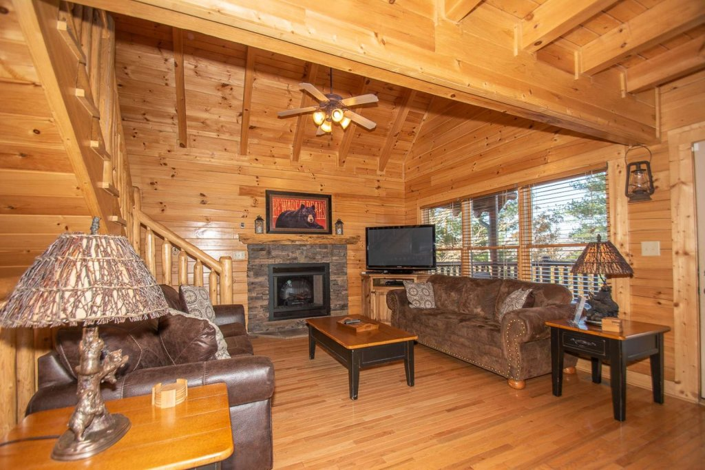 Photo of a Sevierville Cabin named Mountain Creek Lodge - This is the twelfth photo in the set.