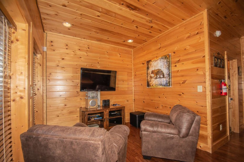 Photo of a Sevierville Cabin named Mountain Creek Lodge - This is the thirty-fourth photo in the set.