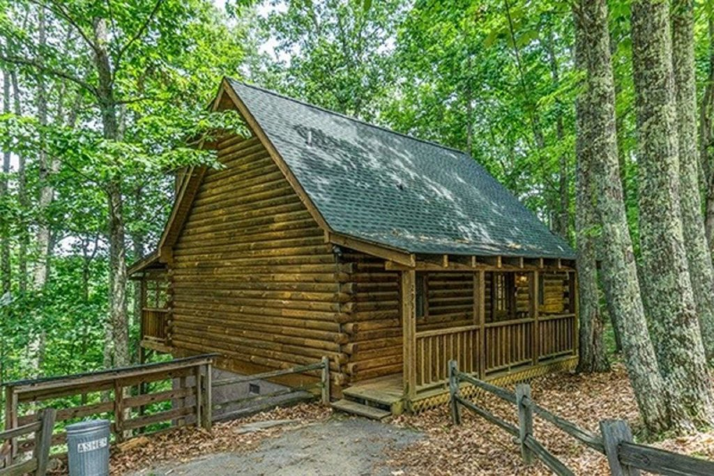 Photo of a Sevierville Cabin named Bear Mountain Cabin - This is the forty-third photo in the set.