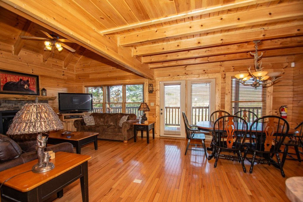 Photo of a Sevierville Cabin named Mountain Creek Lodge - This is the sixteenth photo in the set.