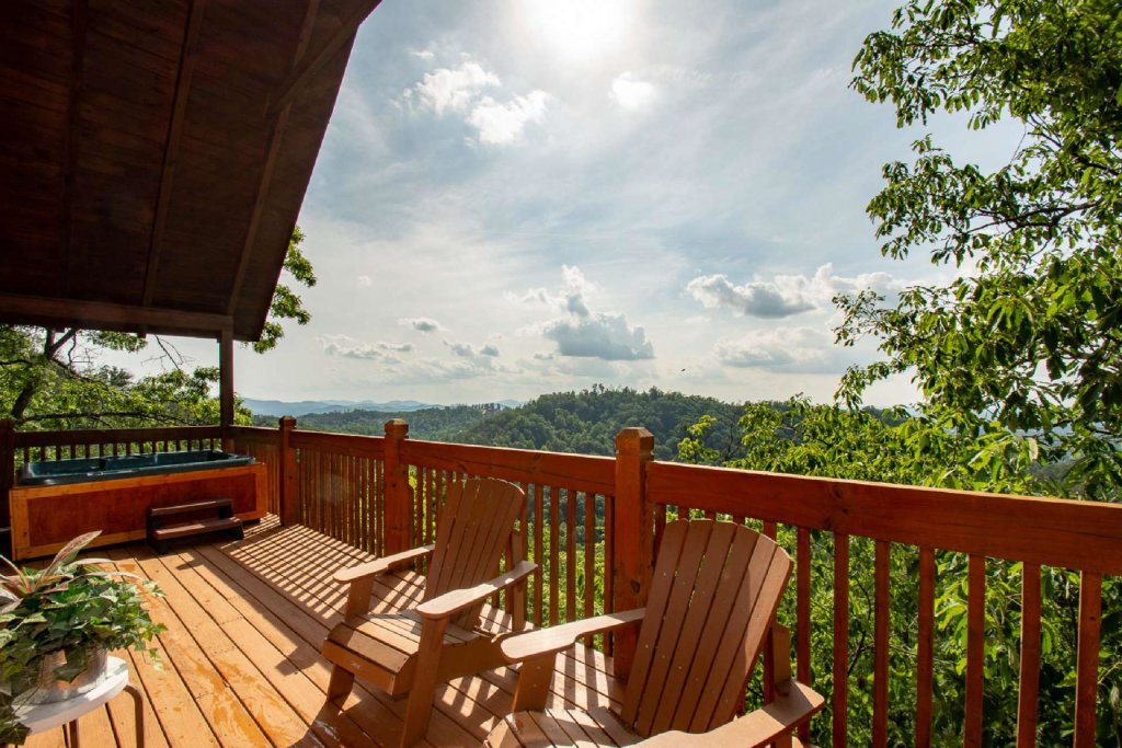 Photo of a Pigeon Forge Cabin named Falcon Ridge - This is the third photo in the set.