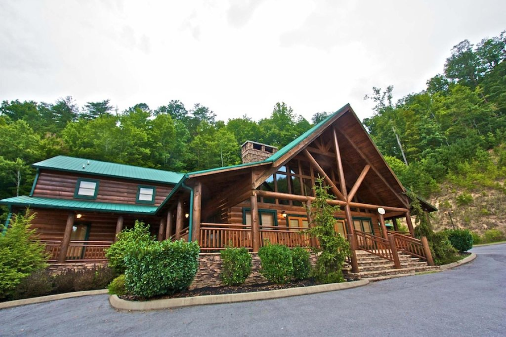 Photo of a Pigeon Forge Cabin named Victoria's Other Secret - This is the sixteenth photo in the set.