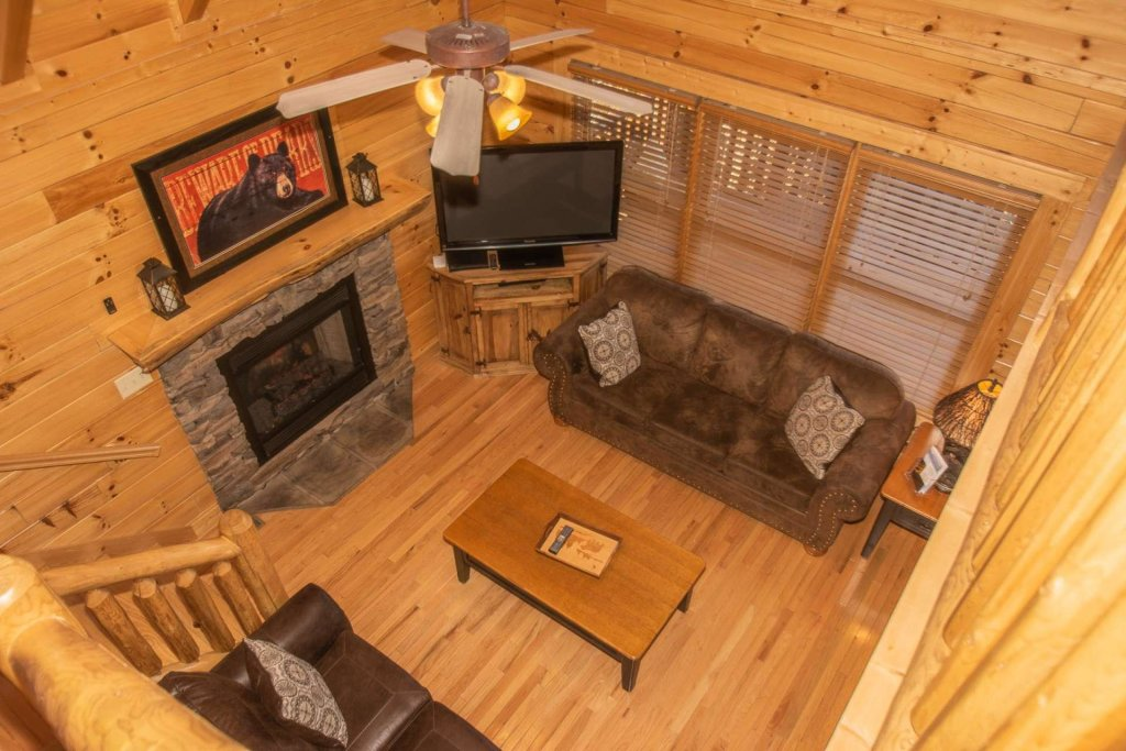 Photo of a Sevierville Cabin named Mountain Creek Lodge - This is the twenty-seventh photo in the set.