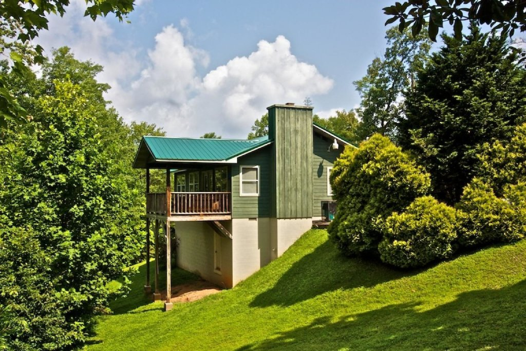 Photo of a Gatlinburg Cabin named Crestview Chalet #1 - This is the second photo in the set.