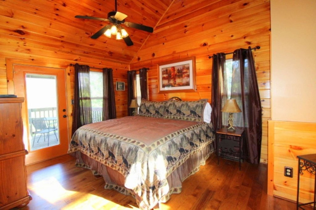 Photo of a Pigeon Forge Cabin named Starlight Kisses - This is the twelfth photo in the set.