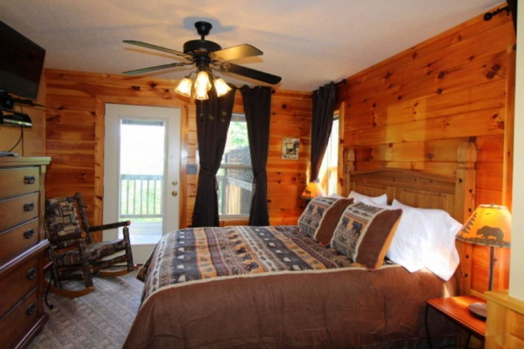 Photo of a Pigeon Forge Cabin named Starlight Kisses - This is the fifth photo in the set.