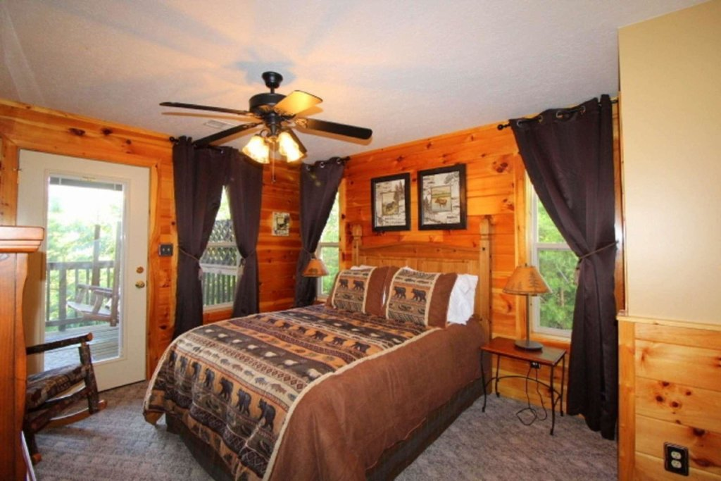 Photo of a Pigeon Forge Cabin named Starlight Kisses - This is the fourteenth photo in the set.