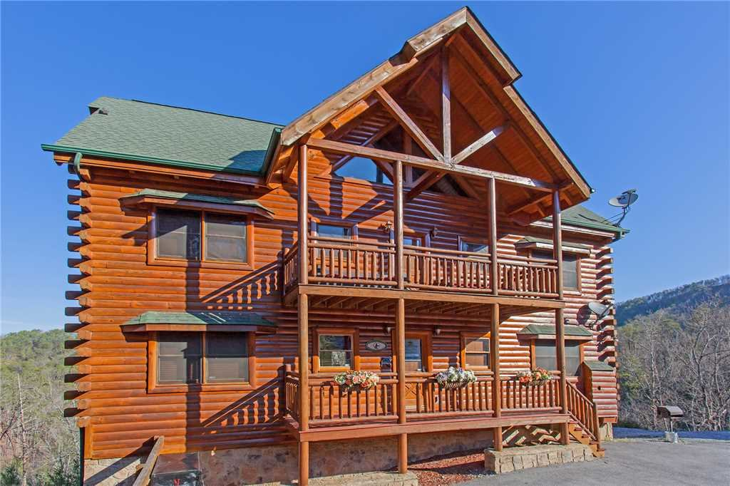 Photo of a Pigeon Forge Cabin named Bit O'honey - This is the first photo in the set.
