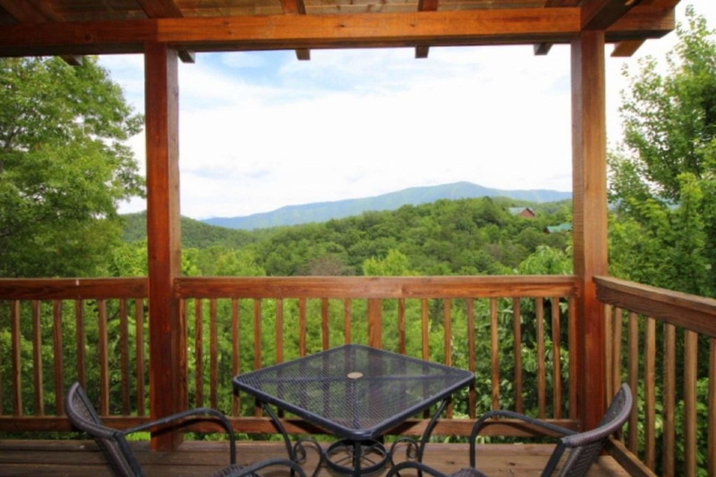 Photo of a Pigeon Forge Cabin named Starlight Kisses - This is the seventh photo in the set.