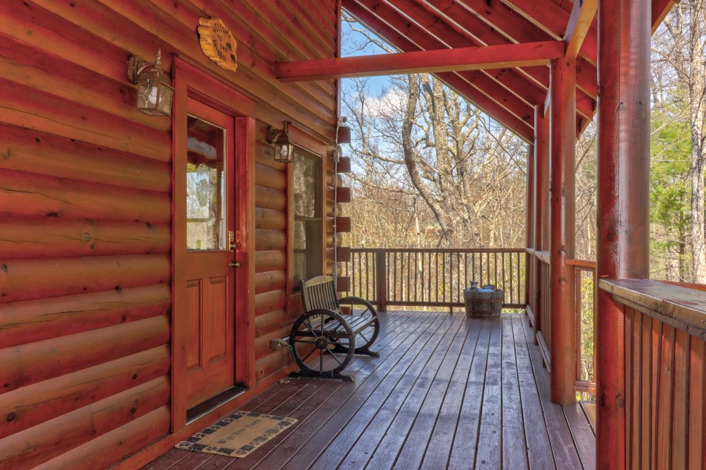 Photo of a Pigeon Forge Cabin named Gristmill Getaway - This is the twenty-ninth photo in the set.