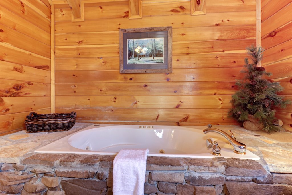 Photo of a Pigeon Forge Cabin named Gristmill Getaway - This is the eighteenth photo in the set.