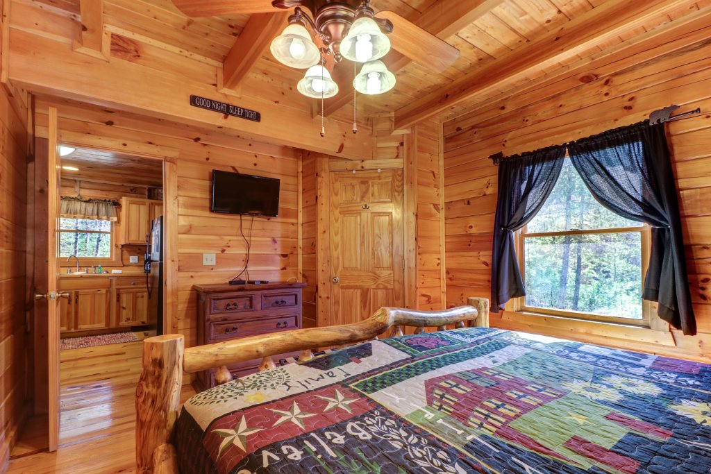 Photo of a Pigeon Forge Cabin named Gristmill Getaway - This is the fourteenth photo in the set.