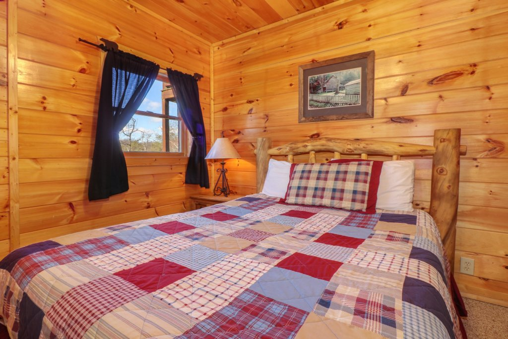Photo of a Pigeon Forge Cabin named Gristmill Getaway - This is the thirtieth photo in the set.