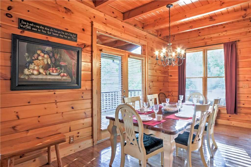 Photo of a Sevierville Cabin named Trappers Ridge - This is the eighth photo in the set.