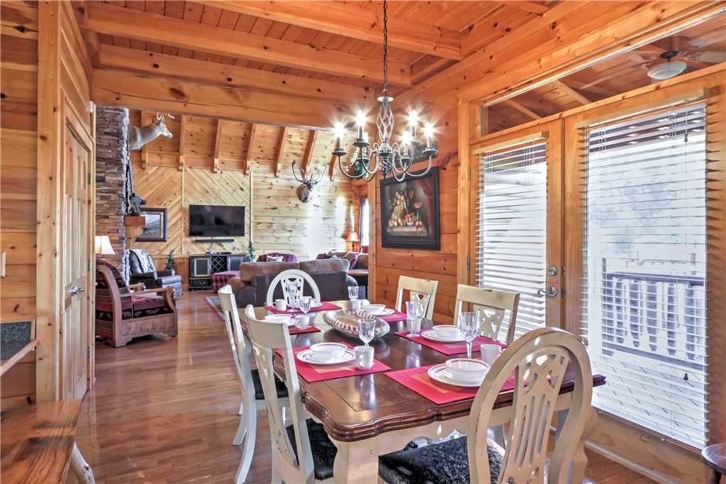 Photo of a Sevierville Cabin named Trappers Ridge - This is the ninth photo in the set.