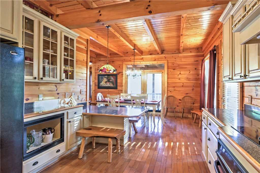 Photo of a Sevierville Cabin named Trappers Ridge - This is the eleventh photo in the set.