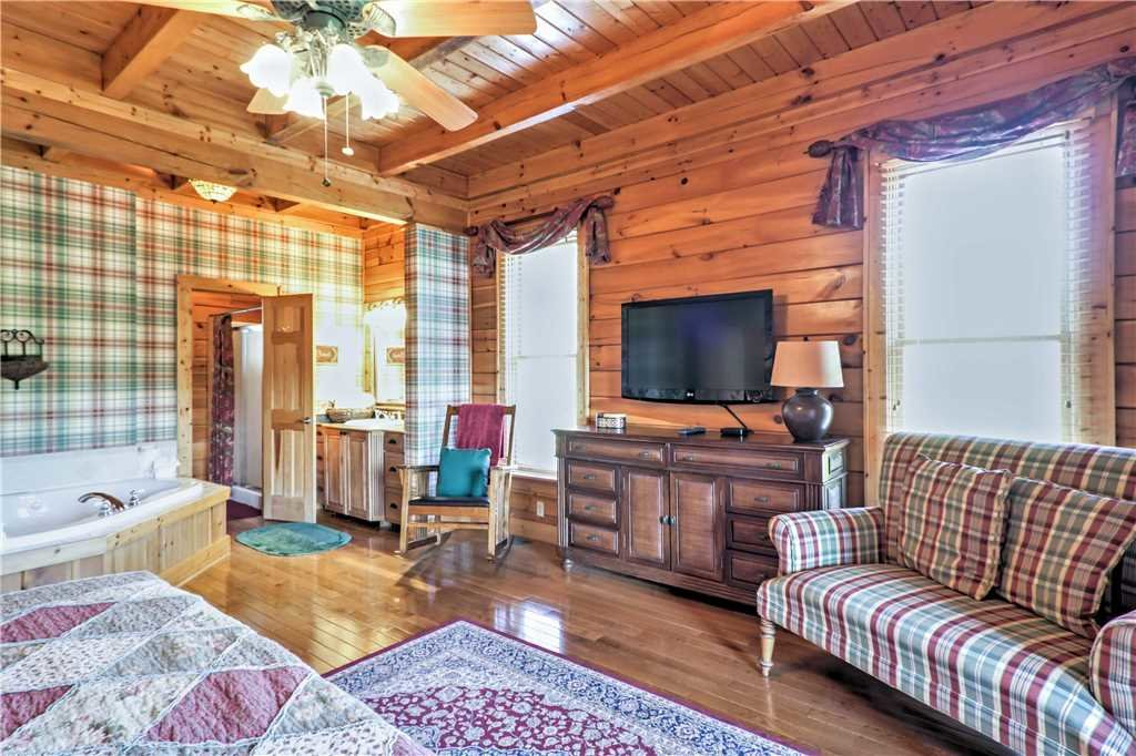 Photo of a Sevierville Cabin named Trappers Ridge - This is the eighteenth photo in the set.