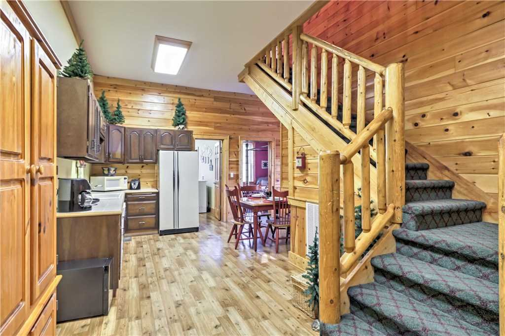 Photo of a Sevierville Cabin named Trappers Ridge - This is the twenty-ninth photo in the set.