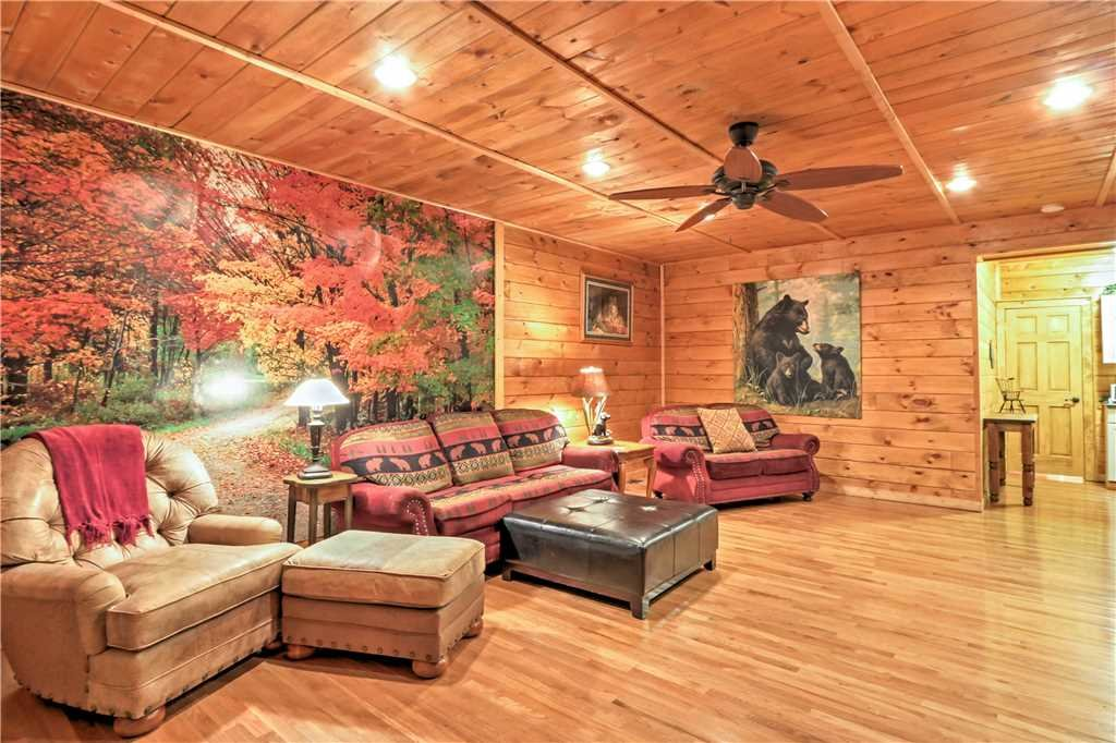 Photo of a Sevierville Cabin named Trappers Ridge - This is the forty-first photo in the set.