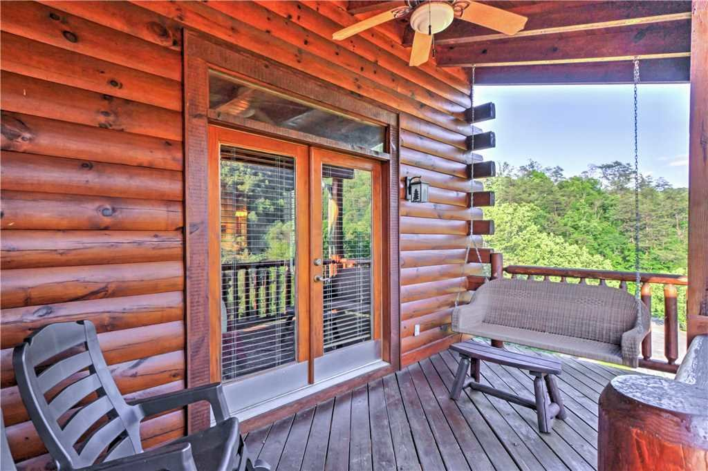 Photo of a Sevierville Cabin named Trappers Ridge - This is the fourteenth photo in the set.