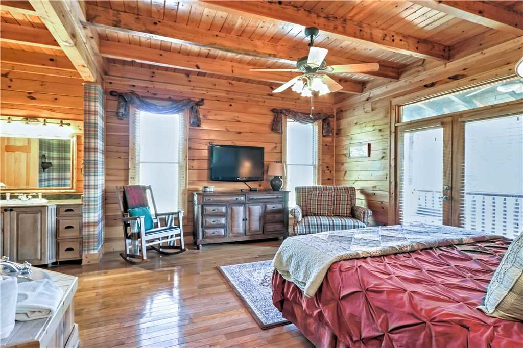Photo of a Sevierville Cabin named Trappers Ridge - This is the sixteenth photo in the set.