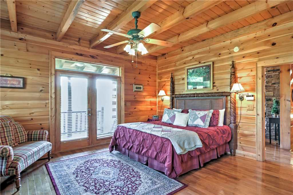 Photo of a Sevierville Cabin named Trappers Ridge - This is the seventeenth photo in the set.