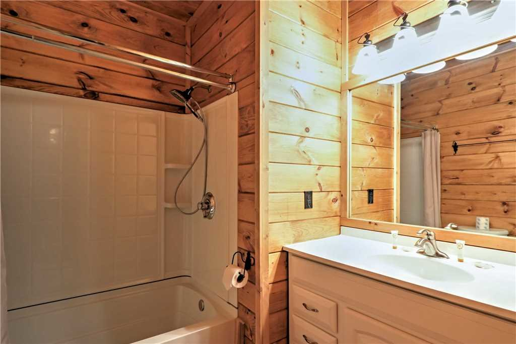 Photo of a Sevierville Cabin named Trappers Ridge - This is the forty-fourth photo in the set.