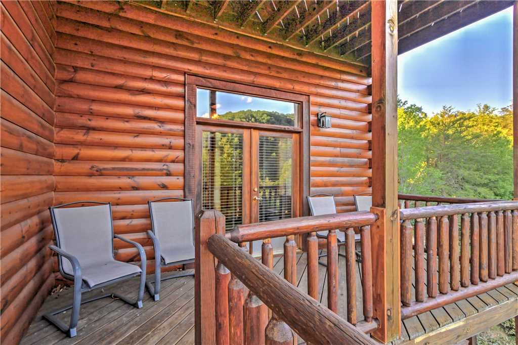 Photo of a Sevierville Cabin named Trappers Ridge - This is the thirty-ninth photo in the set.