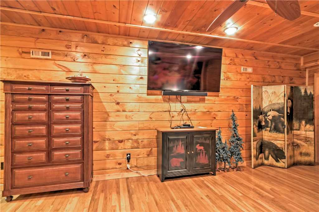 Photo of a Sevierville Cabin named Trappers Ridge - This is the forty-second photo in the set.