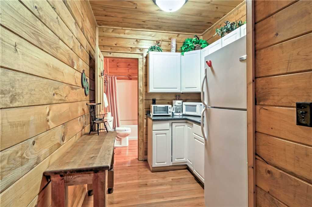 Photo of a Sevierville Cabin named Trappers Ridge - This is the forty-third photo in the set.