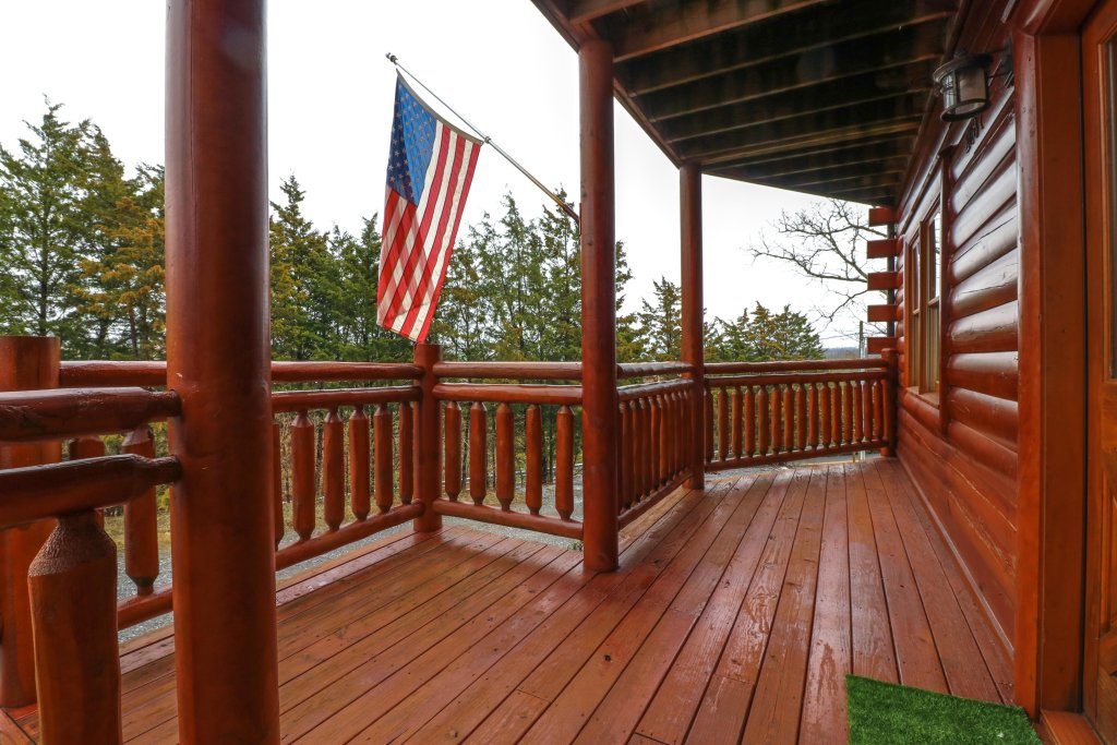 Photo of a Sevierville Cabin named Galaxy Splash - This is the first photo in the set.