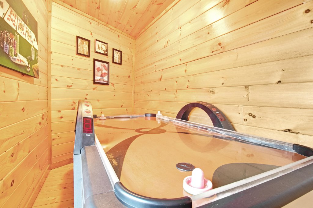 Photo of a Sevierville Cabin named Galaxy Splash - This is the nineteenth photo in the set.