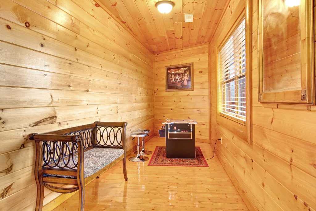 Photo of a Gatlinburg Cabin named Galaxy Splash - This is the twentieth photo in the set.