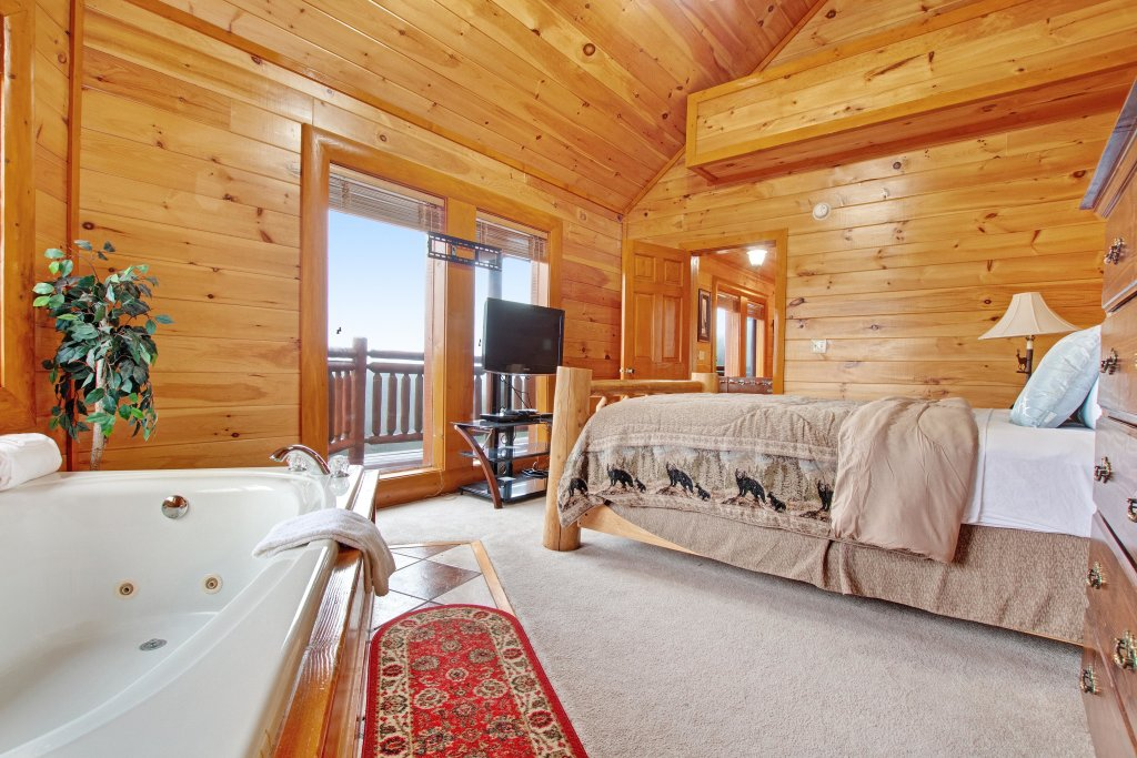 Photo of a Sevierville Cabin named Galaxy Splash - This is the twenty-fifth photo in the set.