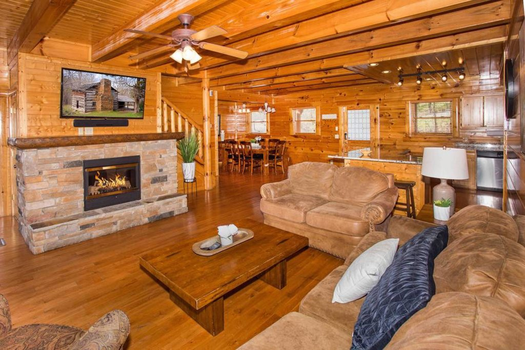 Photo of a Sevierville Cabin named Heaven Sent - This is the second photo in the set.