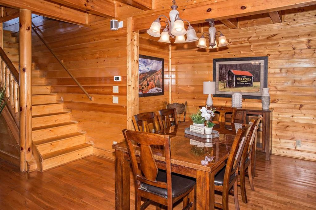 Photo of a Sevierville Cabin named Heaven Sent - This is the third photo in the set.