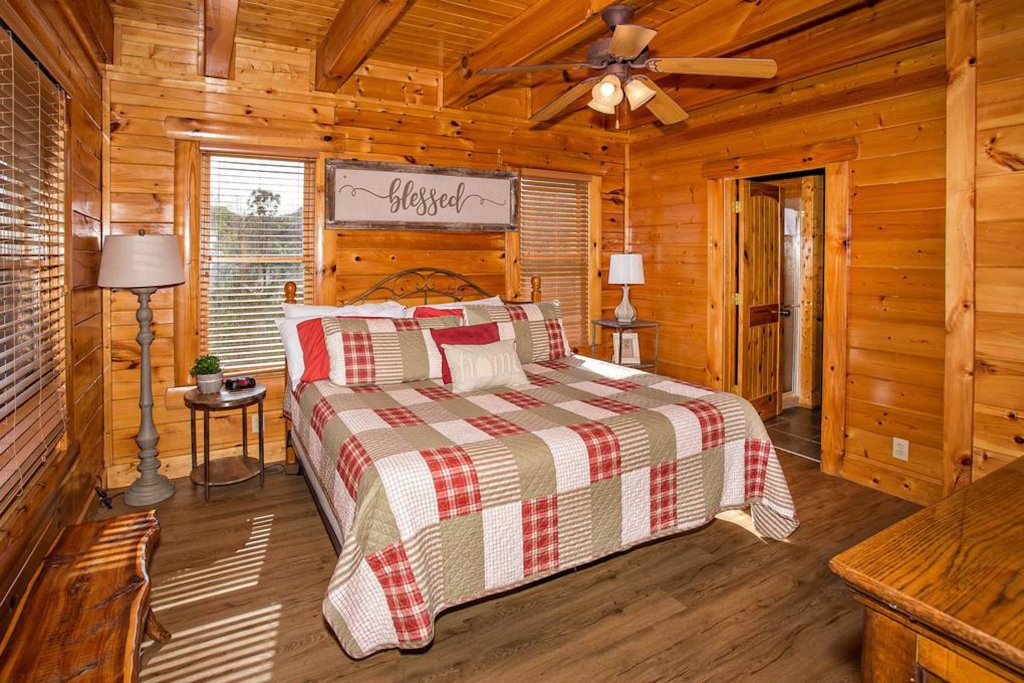 Photo of a Sevierville Cabin named Heaven Sent - This is the nineteenth photo in the set.