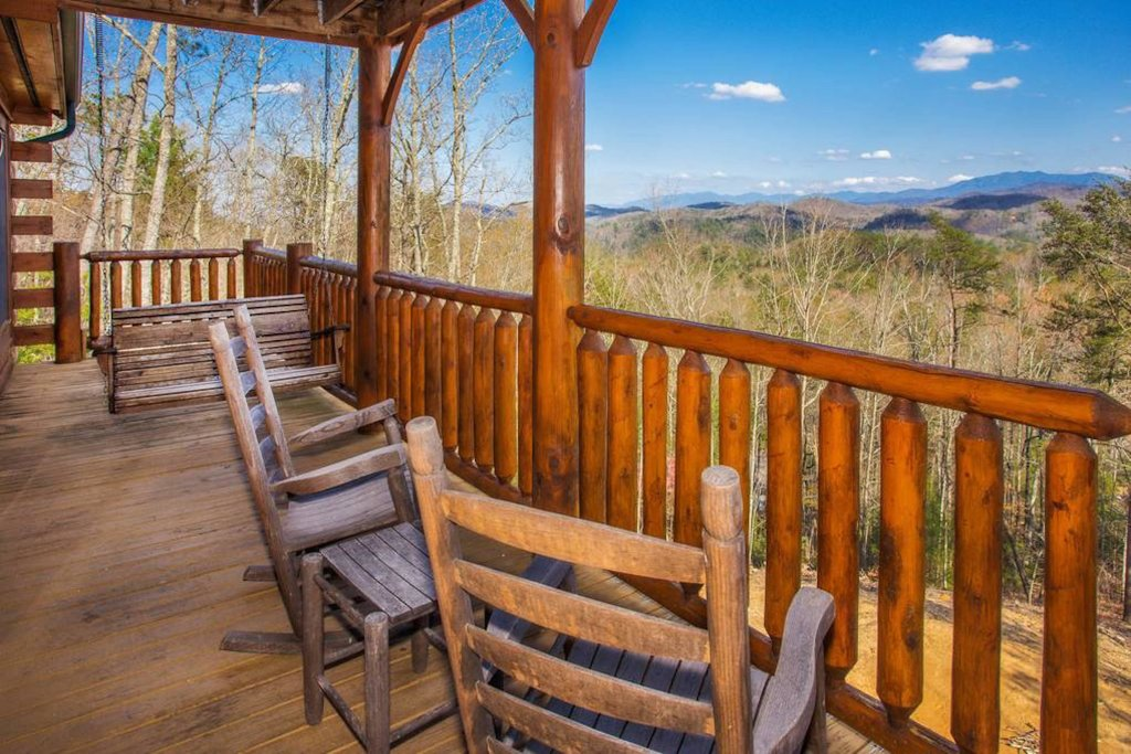 Photo of a Sevierville Cabin named Heaven Sent - This is the thirty-third photo in the set.