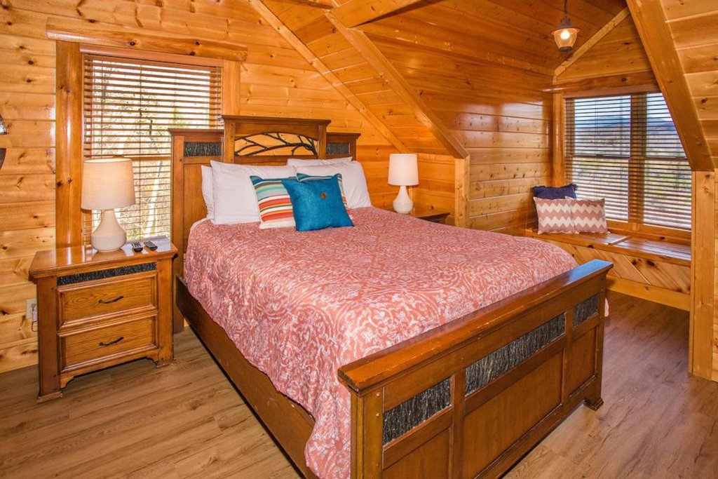 Photo of a Sevierville Cabin named Heaven Sent - This is the fourteenth photo in the set.