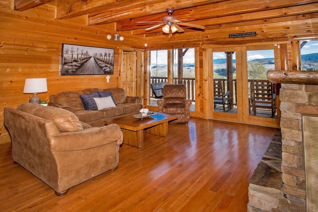 Photo of a Sevierville Cabin named Heaven Sent - This is the twenty-eighth photo in the set.
