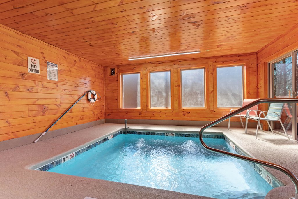 Photo of a Sevierville Cabin named Splashing Cubs - This is the first photo in the set.