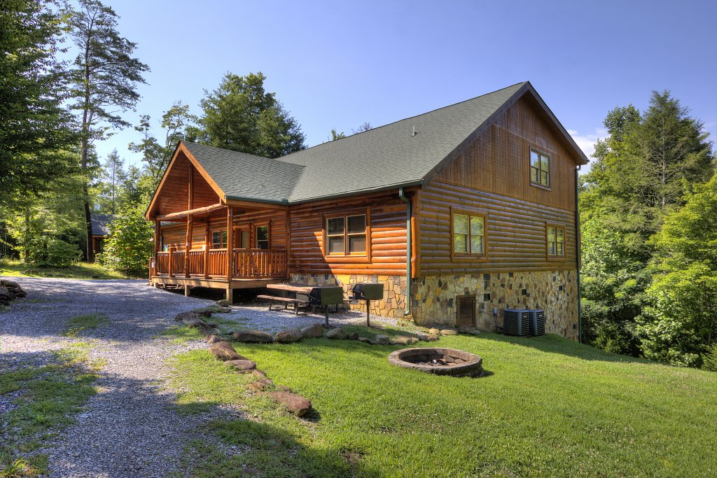 Photo of a Gatlinburg Cabin named Majestic Waters #575 - This is the first photo in the set.
