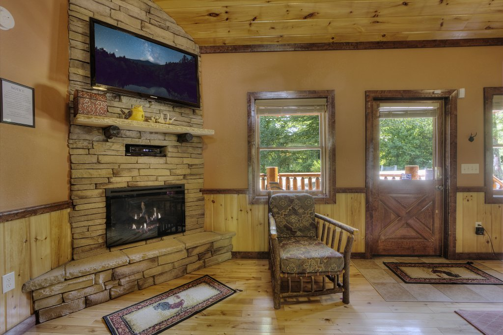 Photo of a Gatlinburg Cabin named Majestic Waters #575 - This is the eighteenth photo in the set.