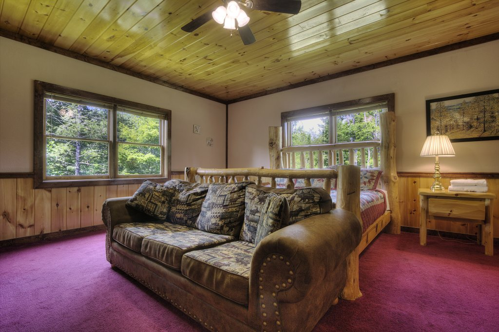 Photo of a Gatlinburg Cabin named Majestic Waters #575 - This is the thirty-second photo in the set.