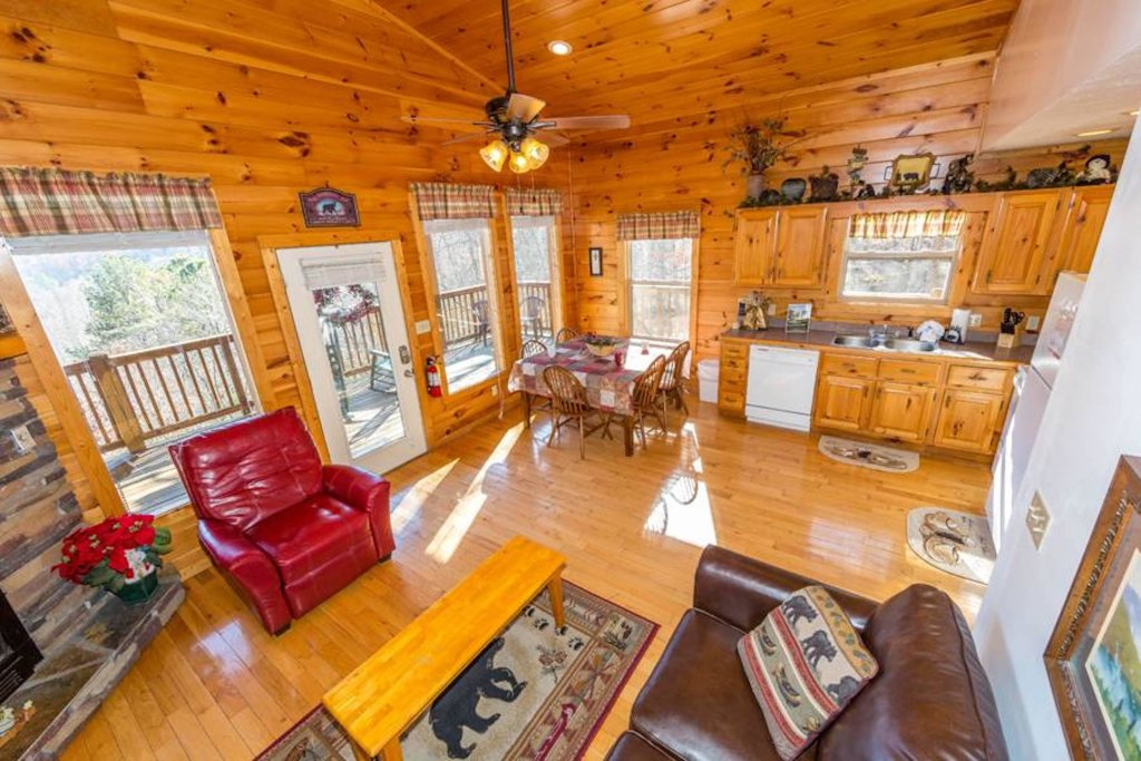 Photo of a Sevierville Cabin named Happy Daze - This is the third photo in the set.